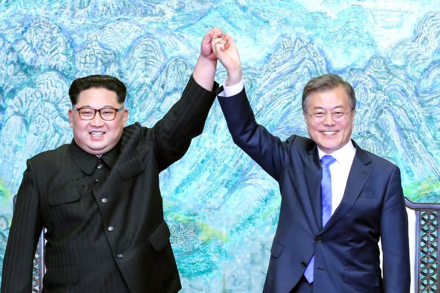 North Korean leader Kim Jong Un (left) and South Korean President Moon Jae-In (right). (Photo: Getty Images)