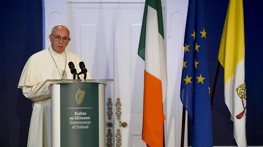 Pope+Francis+speaking+to+Irish+officials+in+Dublin+Ireland+