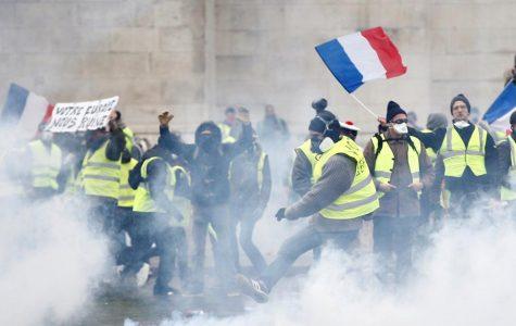 """France Prepares For More Violent """"Yellow Vest"""" Riots in Paris."""