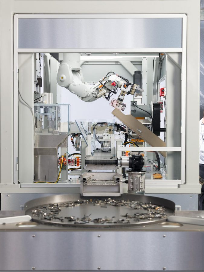 Apples disassembly robot Daisy, which recycles metals from Apple devices.