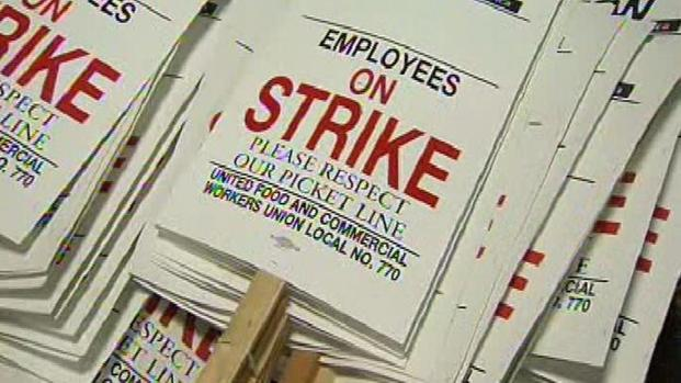 One+day+after+their+union+issued+a+notice+of+its+intention+to+cancel+a+contract+extension%2C+Southern+California+grocery+workers+spent+their+Friday+assembling+picket+signs.